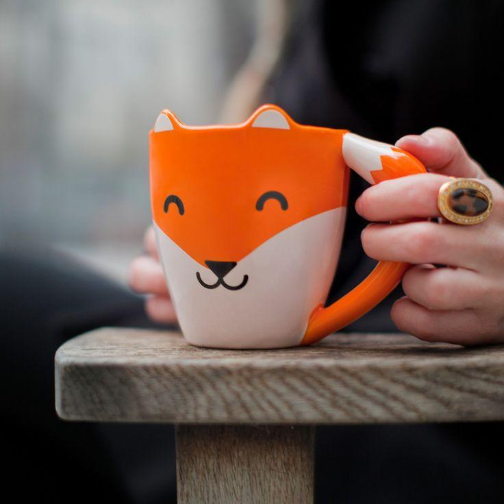 Oranje vos met witte bakkebaarden, een staart en een tevreden glimlach. Perfecte tas voor koffie en thee en onmisbaar in iedere servieskast.
