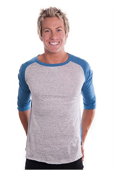 This BONDS Mens T-shirt like all BONDS clothing has been designed with your comfort in mind!  Made from a soft cotton/poly blend these mens Tees are light and breathable for the warmer months.  These Tshirts feature a raglan sleeve which means the seam runs from the neckline to your underarm giving you maximum movement. Similarly this men's tee also has gussetted underarms providing you with the best possible fit and ease of movement.