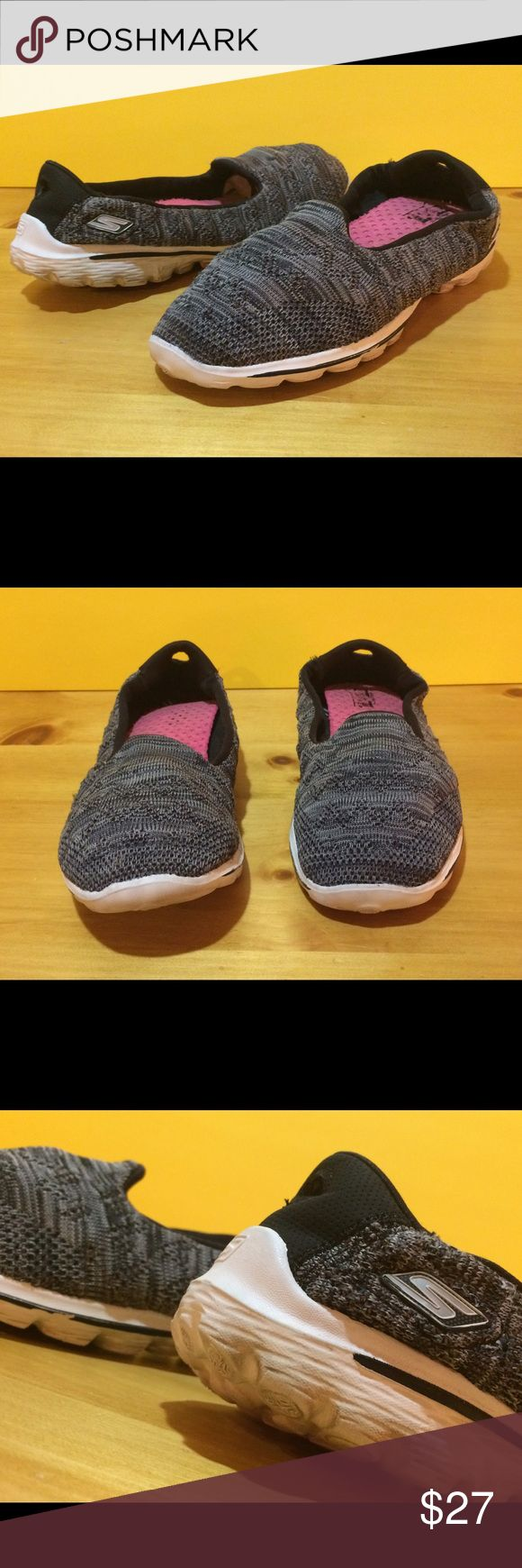 Women's Size 8.5 Black Skechers Slip On Shoes Women's size 8.5 black & white Skechers slip on shoes. See photos and please message with any questions! :) Skechers Shoes Sneakers