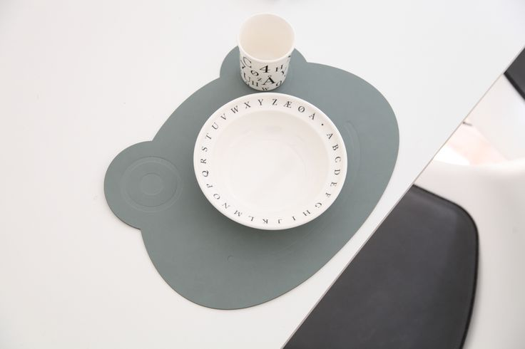 KIDS TABLE MAT FROG, are practical mats for the kids daily play by the dinner table. Leather/Colour: NUPO PASTEL GREEN
