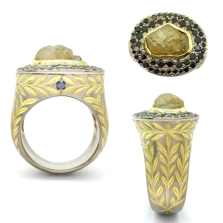 Handcrafted and engraved men's ring in 18k white gold with a 22k yellow gold inlay from Sirkel Jewellery Design