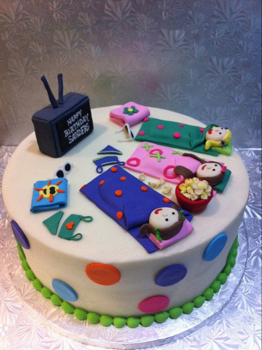 Girls Slumber Party Birthday Cake!  ooooh how fun for Anna's first real sleepover party.