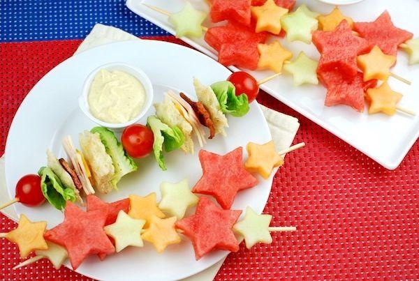 4th of July Recipes  Fruit Skewers & Yogurt Dip: Melon Skewers, Shoots Stars, July Recipes, Dips Sauces, Skewers Fruit, Fruit Kebabs, Fruit Skewers, Yogurt Dips, Stars Melon