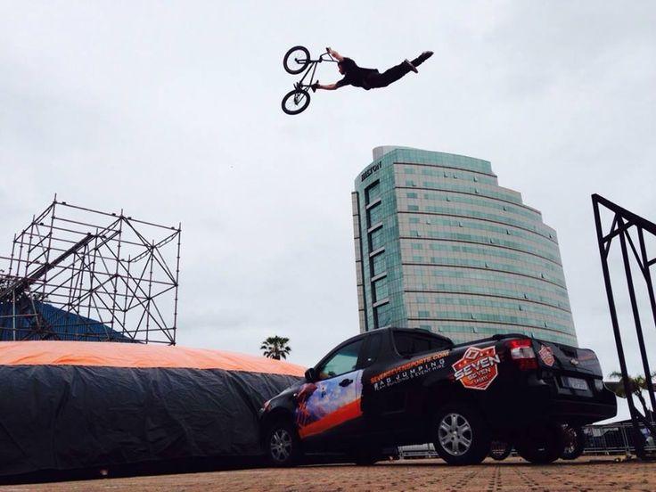 Seven Seven Sports Extreme Bagjumping Stunt Show