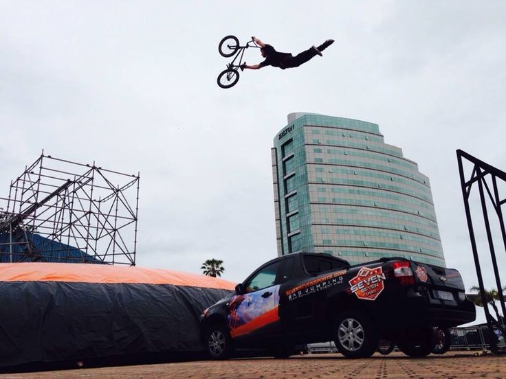 Seven Seven Sports Extreme Bagjumping Stunt Show