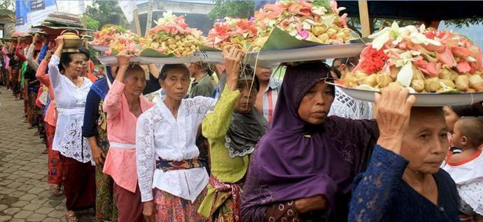 10 Suku yang Paling Terkenal di Indonesia #SeninBerbudaya - Sumber Gambar dioardi.wordpress.com