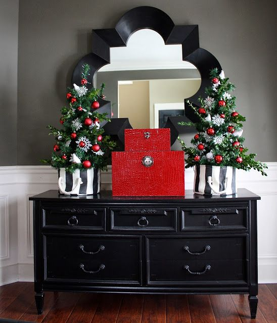 The Yellow Cape Cod: Holiday Home Tour 2013 Christmas Dining Room #holidayhousewalk