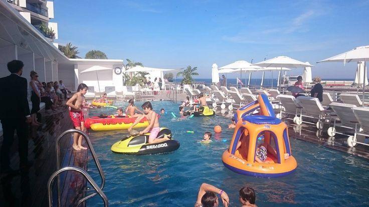Anniversaire piscine Yacht Club - Eklabul événement - Agence artistique Monaco, Marseille, Nice, Cannes - http://evenement.eklabul.com/portfolios/anniversaire-piscine-yacht-club/ - Animation et Organisation anniversaire, mariage, soirée privée, baptême, Bar Mitzvah.