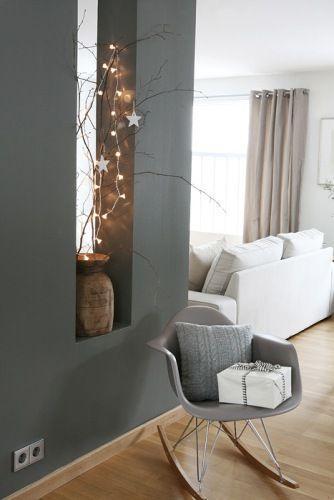 Sneeuw buiten, lampjes aan, cadeautjes op de Eames Rocker grey.. Het is dat het nu zomer is. Maar voor de kerst is dit perfect!
