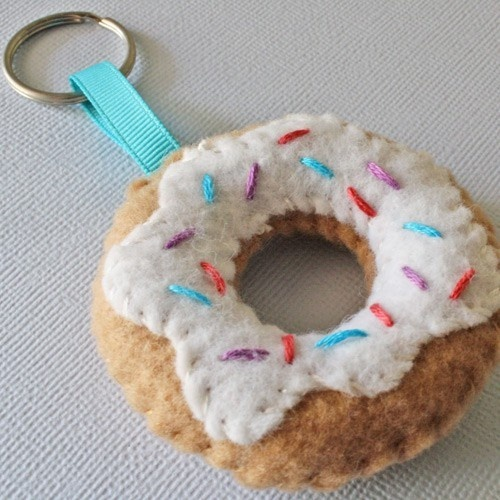 Cute felt donut keychain...that look real!