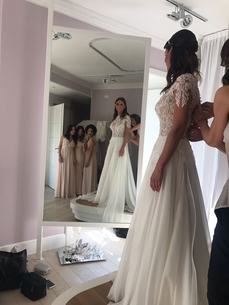#alessandrarinaudo #nicolespose #weddingday #perfectdress #bride