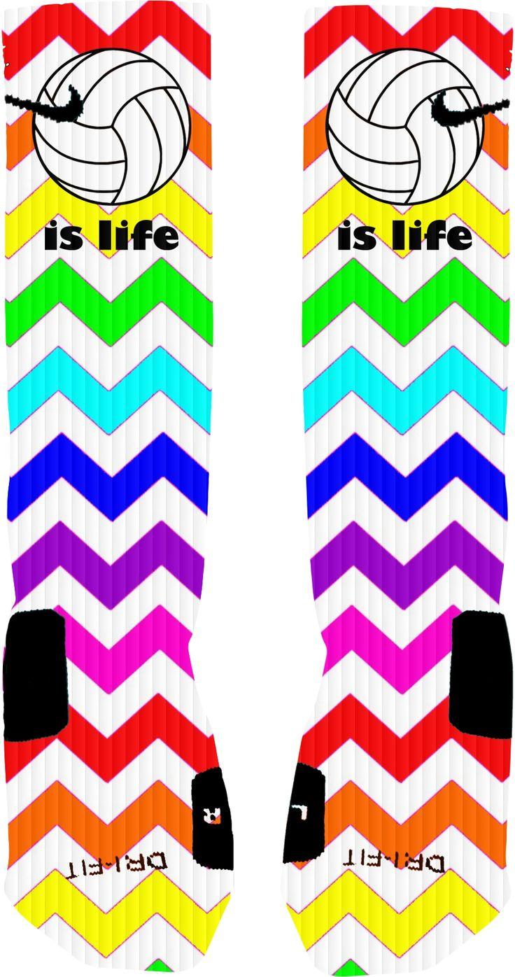 Los calcitenes son de muchos colores. Me gustan los calectines diferentes. Puedes llevar estos calcetines a la escuela. Puedes llevar los calectines con pantalones cortos.