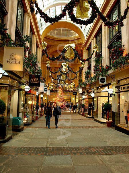 Exchange Arcade, Nottingham, UK.. (The council house exchange arcade,Christmas decorations,Nottingham, England;UK;)