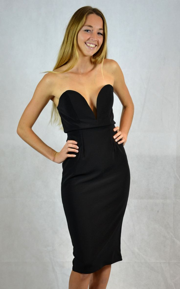 Bellezza is a HOT classic cut LBD, a must have in any woman's wardrobe. This LBD would look sensational on all 'Curvy Beauties'!