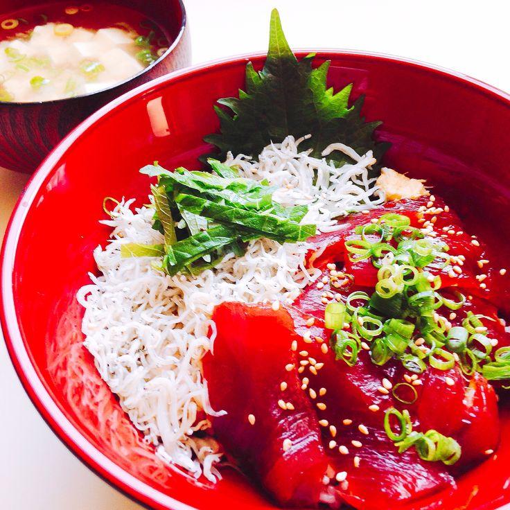 鮪しらす丼 Bowl of rice with tuna and boiled whitebait