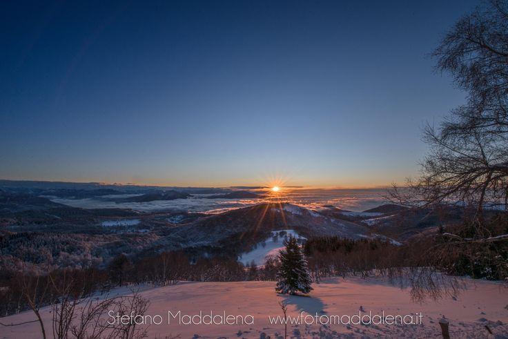 Bellissama alba con vista dal Mottarone #fotomaddalena #lagomaggiore #verbania #alba #neve #snow #work #lakemaggiore #verbania #nikon #d610