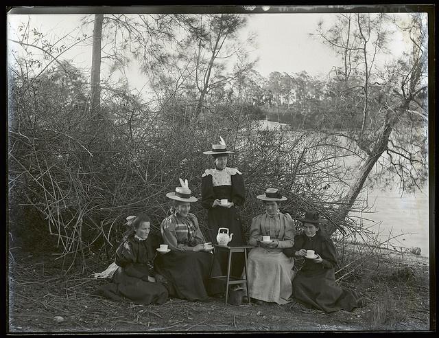 Servants group, Toronto, NSW, 29 October 1898