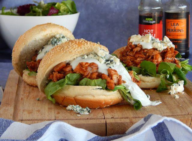 Σάντουιτς με Κοτόπουλο, Σάλτσα Μπάρμπεκιου και Σως Ροκφόρ http://www.pepiskitchen.blogspot.gr/2015/06/sandwich-me-kotopoulo-saltsa-barbecue-sauce-rokfor.html