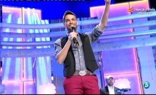 """Paco Arrojo presenta su nuevo single """"Eso es amar""""  http://www.telecinco.es/quetiempotanfeliz/actuaciones/Paco-Arrojo-presenta-nuevo-single_2_1577130047.html"""