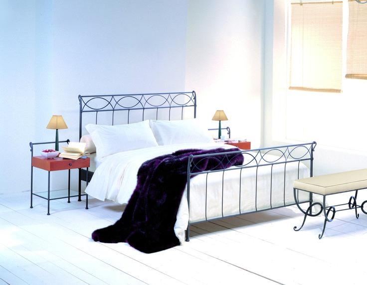 Säng, sängbord & sängbänk - designat av Maggioni. www.vallaste.se