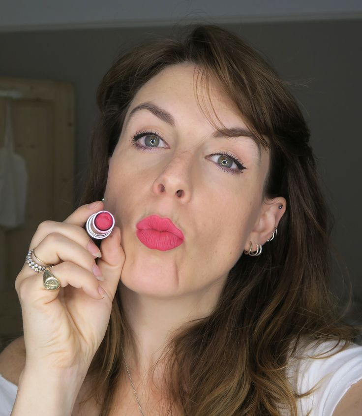 A quick review of the retro matte lipsticks from MAC. Still some of the most wearable matte lipsticks available