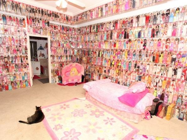 Habitación del mayor coleccionista de Muñecas Barbie.