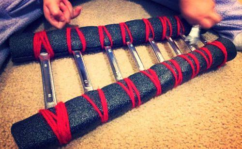 Sortant des sentiers battus, cette sélection vous donne quelques idées pour créer un xylophone avec des bouteilles en verre, des clés anglaises, des conserves et même des tubes en PVC ou des extincteurs pour des variantes d'extérieur.
