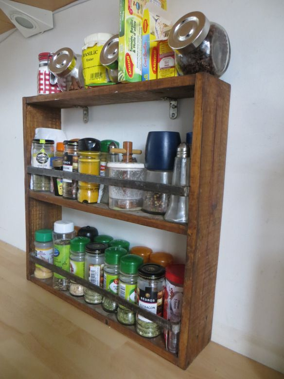 Epingle Par Alex Laurent Sur Mes Idees En 2020 Etagere A Epices Rangement Epices Etagere A Epices Diy