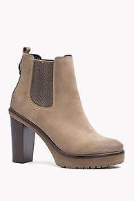Shoppen Sie Wildlederstiefel Mit Hohem Absatz und erkunden Sie die Tommy Hilfiger Stiefel & Stiefeletten für Damen. Kostenlose Lieferung & Retouren. 8719112150474