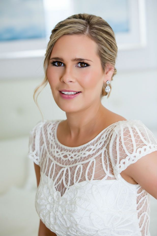 Adore this pretty bridal makeup and updo (Photo by jeannemarie photography)