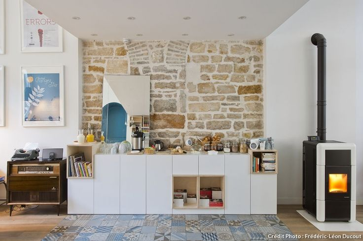 Mur en pierre et sol mix and match à l'auberge de jeunesse Slow Hotel de Lyon