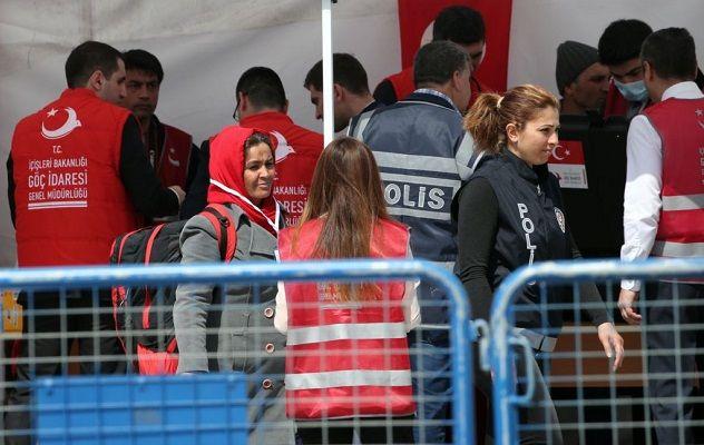 "NATO: Penyelundup pengungsi masih aktif di Aegea  YUNANI (Arrahmah.com) - NATO mengatakan penyelundup manusia masih melakukan perdagangan di seluruh Laut Aegea meskipun misi angkatan laut oleh aliansi telah membantu mengatasi krisis migrasi Eropa.  ""Kami telah melihat penurunan yang signifikan dalam jumlah (pengungsi)"" yang mencoba persimpangan berbahaya dari Turki ke Yunani terutama sejak pelaksanaan kesepakatan antara Turki dan Uni Eropa kata kepala NATO Jens Stoltenberg.  ""Tapi saya pikir…"