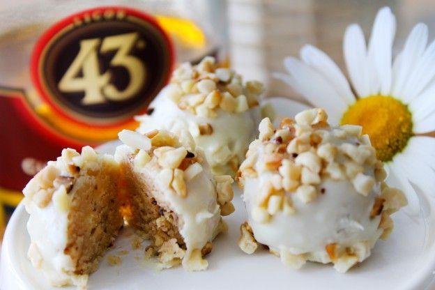 White Chocolate Likör 43 Mandel Pralinen    Stadt-Land-Food