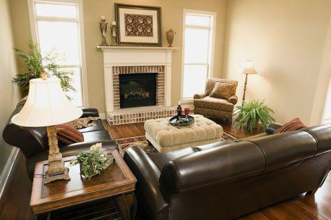 Cómo decorar un sofá de cuero marrón
