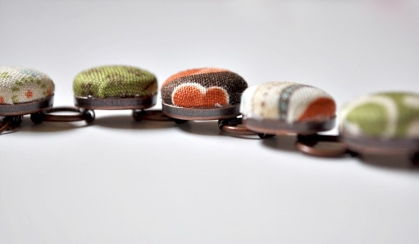button braceletBracelets Ideas, Bracelets Tutorials, Covers Buttons, Covers Bracelets, Buttons Bracelets, Diy Bracelets, Bracelets Crafts, Fabrics Covers, Fabrics Buttons