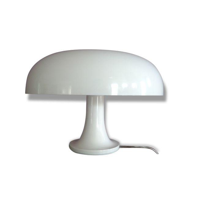 """Lampe champignon """"Nessino"""" - Artemide vendu par Delight ? Tornareccio (). Hauteur : 22,3 cm, Largeur : 32 cm, Profondeur : 32 cm, État : Bon état, Materiau : Plastique, Style : Design, Couleur : Blanc"""