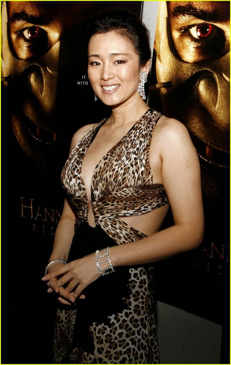 Chic Gong Li ... Plush waist to hips ratio... She starred as Li Yilong in What Women Want (2011)