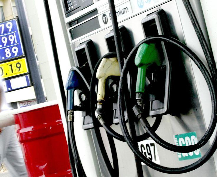 Gobierno congela precio de gasolinas y sube RD$1.00 al gasoil regular