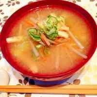 ごぼうと人参の根菜味噌汁