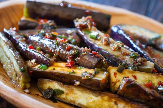 Classic Chinese stirfry: Chinese Eggplant with Spicy Garlic Sauce http://www.steamykitchen.com/30476-chinese-eggplant-with-spicy-garlic-sauce.html #recipe #stirfry