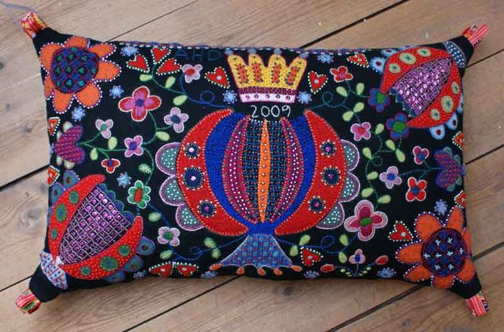 Wool embroidered pillow by Swedish Anna Wengdin #embroidery #wool