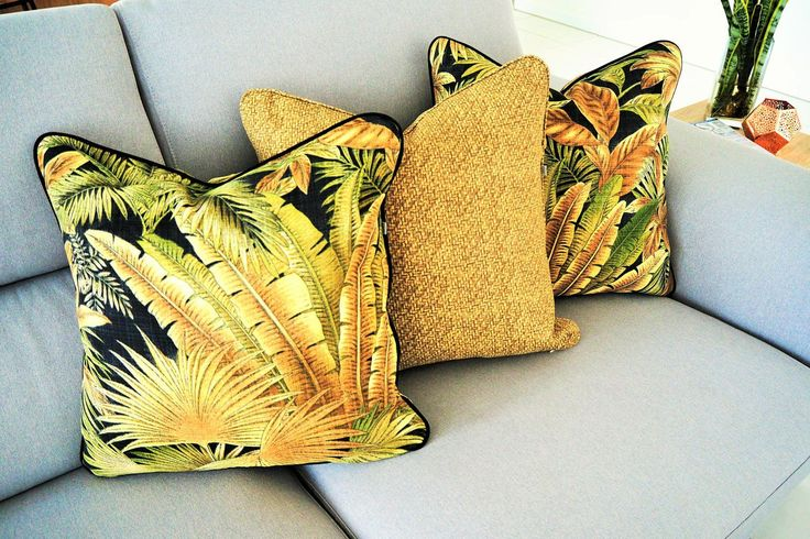 Bahama Breeze , resort look cushion cover perfect for indoors or outdoors.... by JulieAlvesDesigns on Etsy