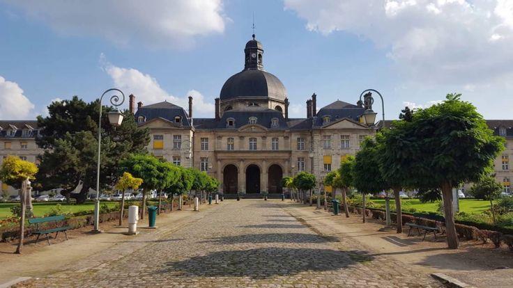 """""""Hôpital de La Salpetriere"""". Hospital de Salpetrie. Su construcción inició en 1656 por el arquitecto Liberty Bruant . Ubicación actual: XIII Distrito de Paris."""