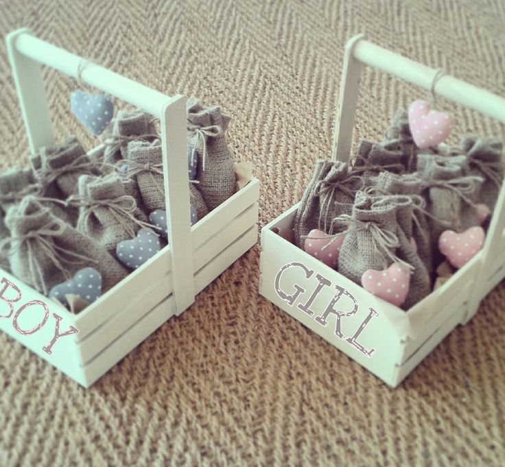 Baptism Giveaway / Burlap pouch with sugared almonds