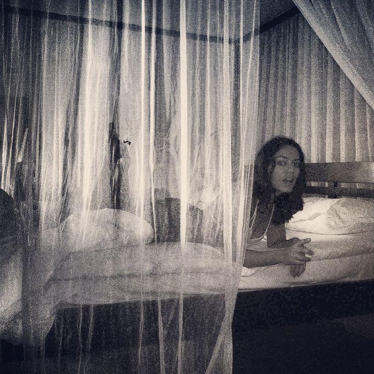 Dream bed tulle fantasy komandoo maldives sweet for Ambiance boudoir decoration