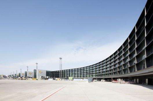 Extension of Gate A at Frankfurt Airport / gmp Architekten