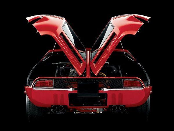 Первый же спортивный автомобиль, предназначенный для массового производства, был представлен лишь в 1965 году. Компания De Tomaso тесно сотрудничала с Ford с 1965 до начала 1975. Позже в состав De Tomaso S.p.A. вошла фирма Innocenti («Инноченти»), в которую также входила Maserati («Мазерати»).