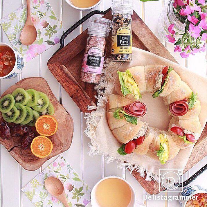 delicious photo by @miori__ny おはようございます 本日ご紹介するのは@miori__nyさんの朝食 ご自身で焼かれた#ちぎりパン にハムやレタストマトなど色とりどりの具材を挟んで#サンドイッチ の出来上がり 春を感じるお花のテーブルコーディネートが素敵です  #instaHANAMI プロジェクト実施中インスタで花見 詳しくはプロフィールURLをご覧ください  -------------------------- このアカウントではインスタグラマーさんの素敵なPicをご紹介していますハッシュタグ #LIN_stagrammer を付けて投稿すると紹介されるかも  ジャンルごとに以下のタグも付けてみてくださいね FOOD#delistagrammer #デリスタグラマー BEAUTY#beaustagrammer #ビュースタグラマー LIVING#livstagrammer #リブスタグラマー  ビューティー系アカウント@beau_stagrammerも運営中ぜひフォローしてみてください…