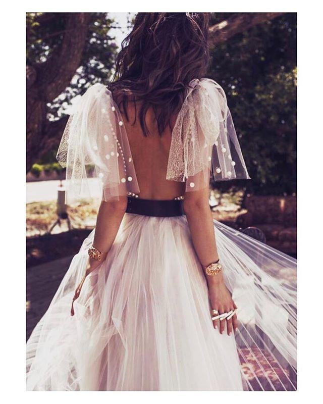 Esta claro con que voy a soñar esta noche verdad?  Sí con este vestidazo de @zahavittshuba  #goodnight #buenasnoches #tul #plumenti #boda #bride #bridetobe #bridal #groom #boho #bohemian #bohochic #bridaldress #weddingdress #style #look #elegance #wedding #weddingday #photography #photoshoot #inlove #amazing #stunning #weddinginspiration #inspiration #love #like #picoftheday #siempremia