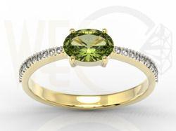 Pierścionek z żółtego złota z oliwinem i cyrkoniami / Ring made from yellow gold with zircons and olivine / 712 PLN / #jewellery #ring #gold #zircons #olivine